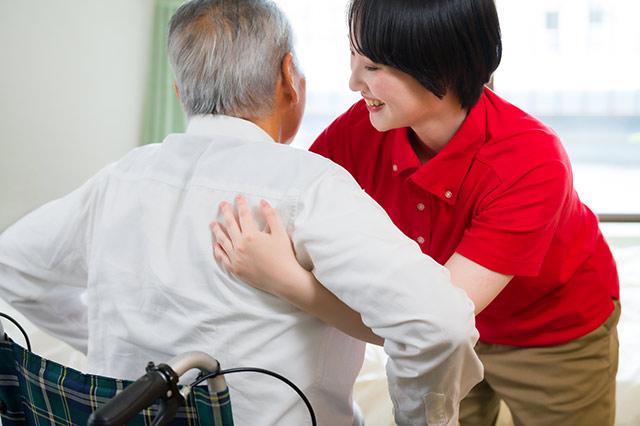 介護費用いくらかかるの? 〜在宅介護と施設介護の比較〜