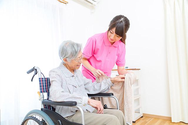 介護の着脱介助方法の注意点とズボンの履かせ方のポイント