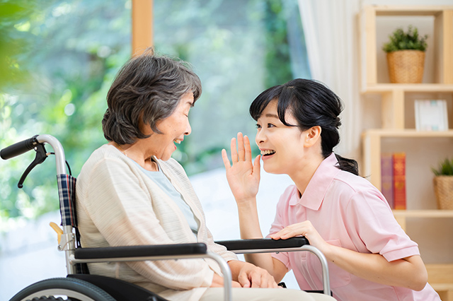 介護業界の平均年齢とその他のデータ