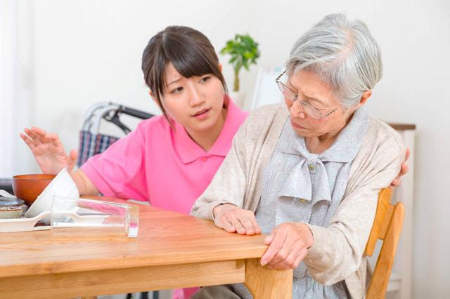 在宅介護と施設内介護 看護の観点から